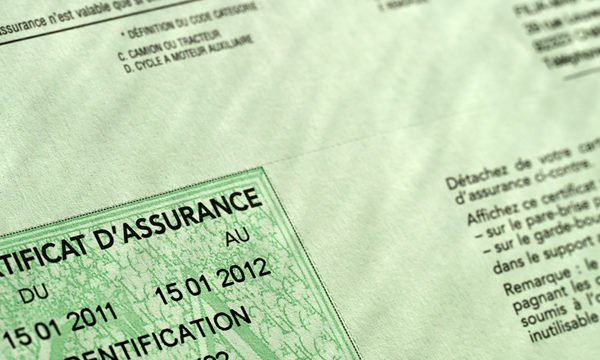 contrat-d-assurance-600x360 Remplacement pare-brise avec bandeau pare-soleil avec assurance - Saint-Brice-sous-Forêt